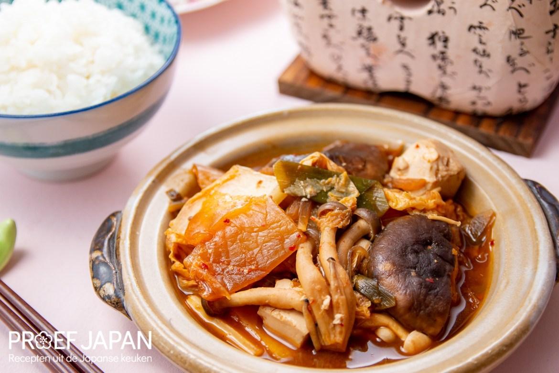 Japanse stoofpot met kimchi en tofu.