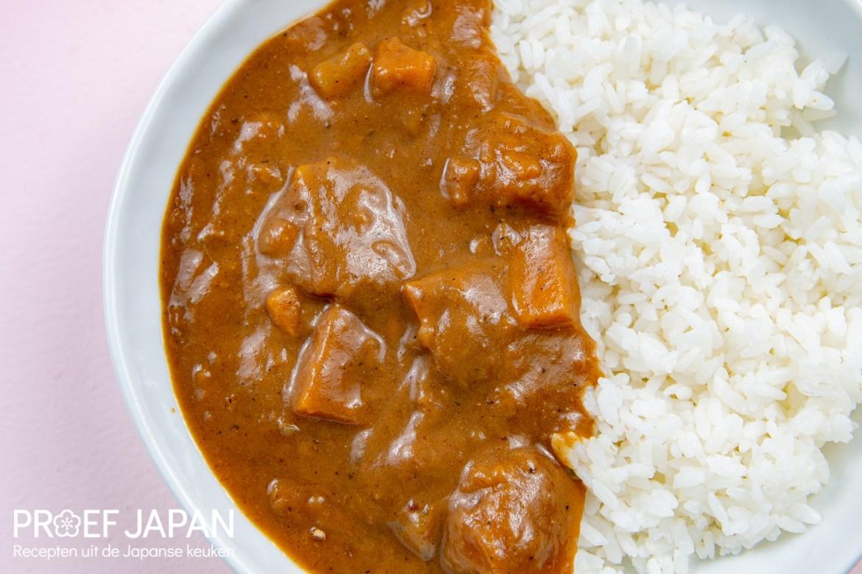 Proef Japan foto van ons recept voor Japanse curry met pompoen en daikon. Met zelfgemaakte Japanse curry roux.