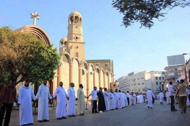 Мусульмане защищают христиан в Египте во время рождественского богослужения