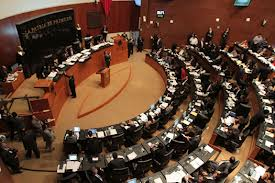 Las comisiones del Trabajo y Estudios Legislativos del Senado analizan una reforma para prohibir el pago de salario y prestaciones a comisionados, entre ellos los asignados al sindicato de maestros.