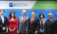 Buscan OCDE y SNTE fortalecer prestigio de los maestros.