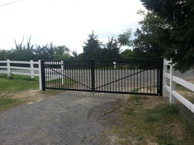 OnGuard Aluminum Fence Systems offer Estate gates in all heights, styles and in any of their colors. Some styles offer options such as finials or rings and 4 inch gate posts give it a special look.