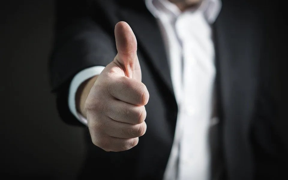 business-review-thumbs-up
