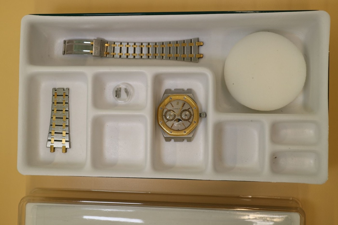 Bracelet and case are separated prior to estimating