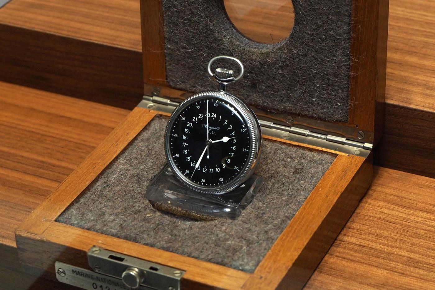 Centre seconds watch, T.U. type, Marine Nationale Aéronautique Navale 0124A