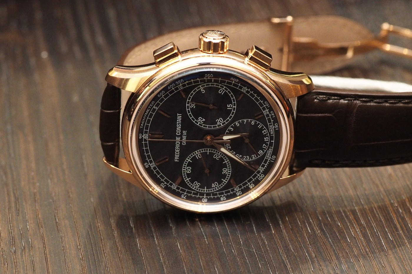 Frederique Constant Flyback Chronograph Manufacture Rosegold side