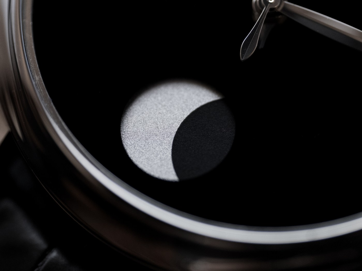 Endeavour Perpetual Moon Concept