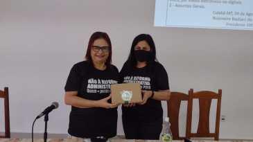 Professora Rosa Neide e presidenta Rosimeire