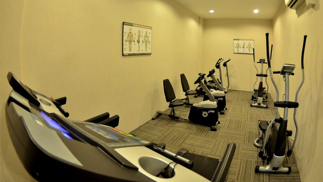 gym di bayou lagoon park apartment