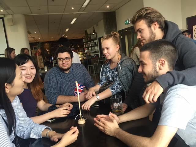Studenten tijdens het Language Cafe