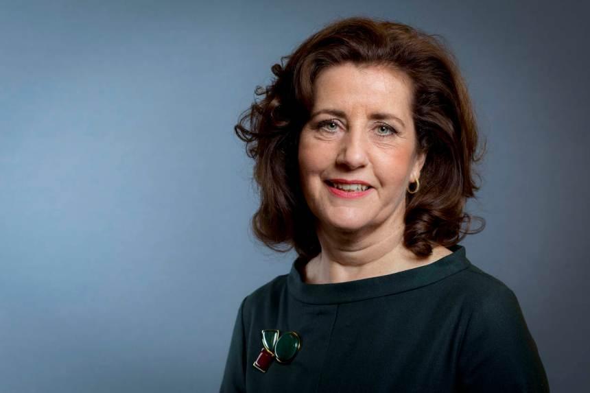 Portret van minister Van Engelshoven