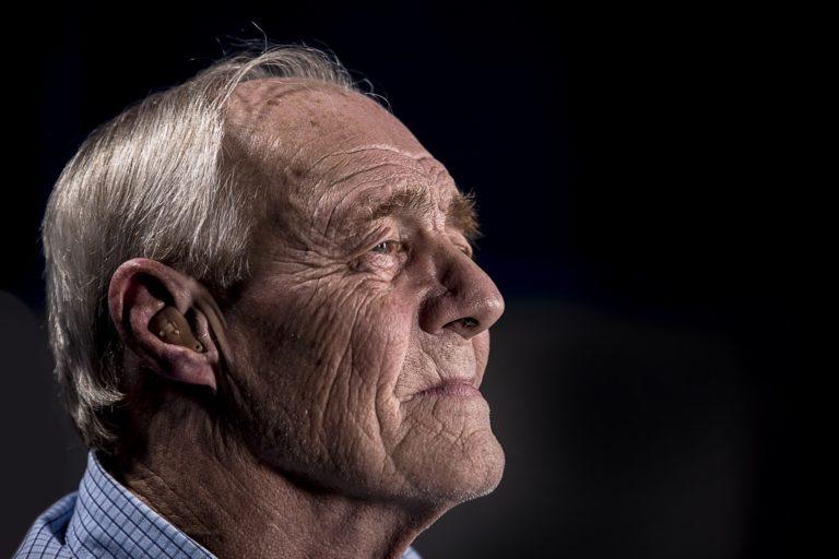 Jornada flexível permite mais tempo para cuidar dos idosos.