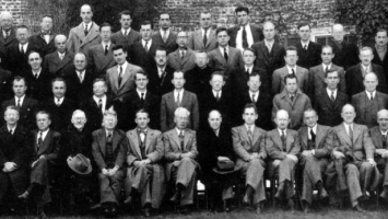 Excerpt from photograph of conference attendees at 1947 Princeton conference organised by National Research Council's Committee on Common Problems of Genetics, Paleontology, and Systematics