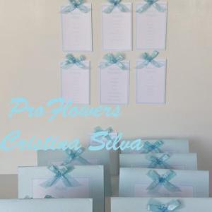 Missal, cartões de placard e marcadores de mesa