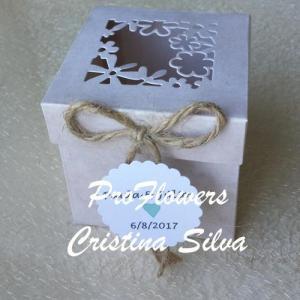 Caixa em papel mini para doces 7x7x7cm
