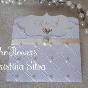 Convite em papel texturado com perolas