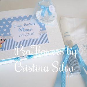 Caixa de madeira personalizada com toalha, vela e concha Disney