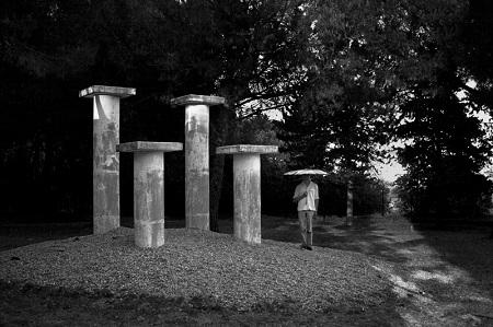 Les piliers, série : Parade  © Guillaume Martial