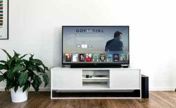 Image of livingroom with 4k flatscreen
