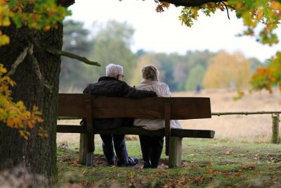 公園と老夫婦-2
