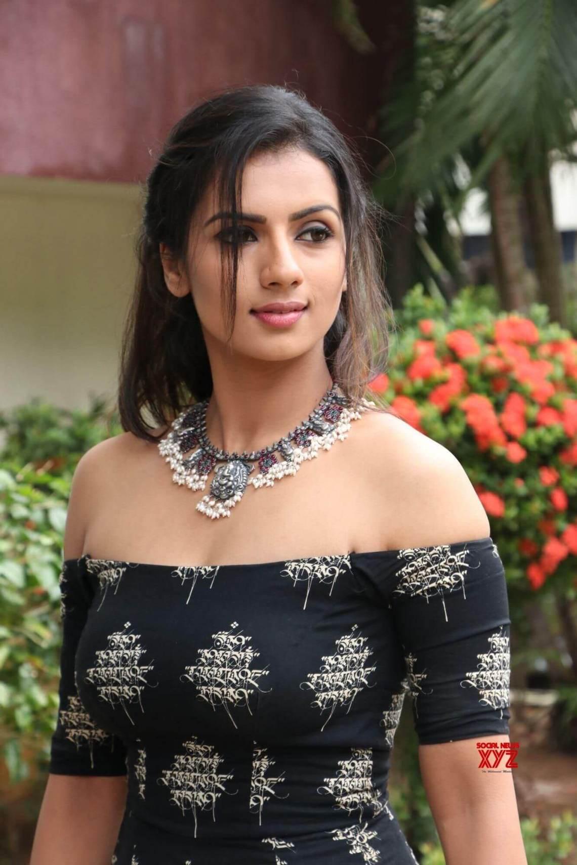Sruthi Hariharan pic 2