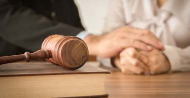 What types of legal advice do family lawyers provide?