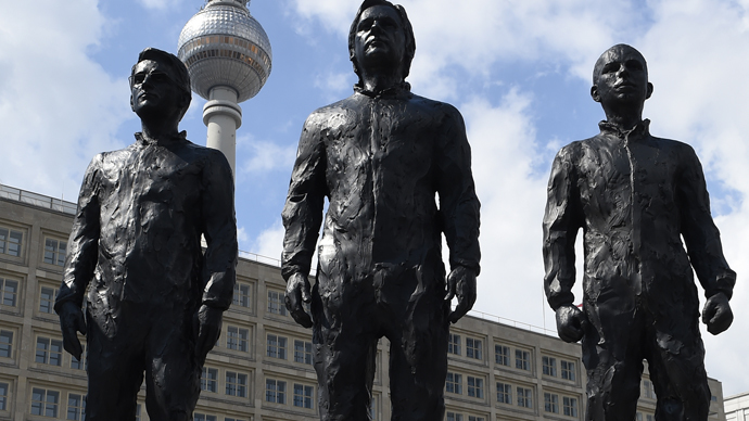 statues-of-snowden-assange-and-manning-unveiled-in-berlins-alexanderplatz-square-3.jpg
