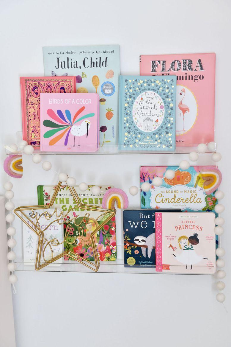 Acryl muur boekenplanken met boeken voor babymeisje
