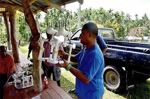 bentprop teaching palau students about rovs