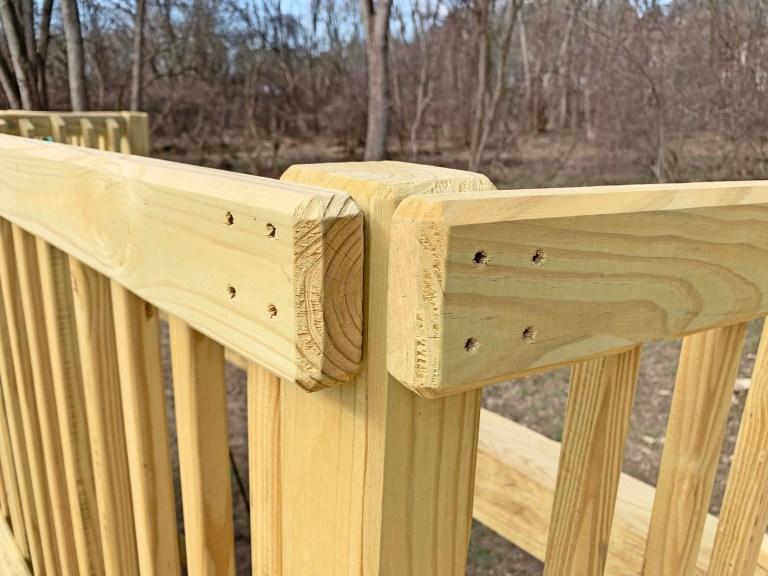4 inch deck screws fasten handrails to railing posts