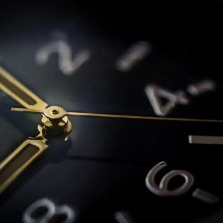 A black clock