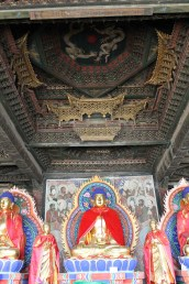 Golden miniature halls over the main Buddha (Photo by Di Luo)