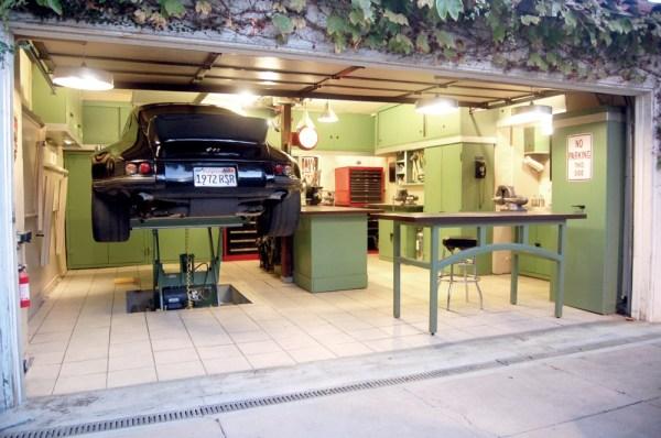 So stelle ich mir eine Garage vor! Und so ein Oldtimer hat auch was.