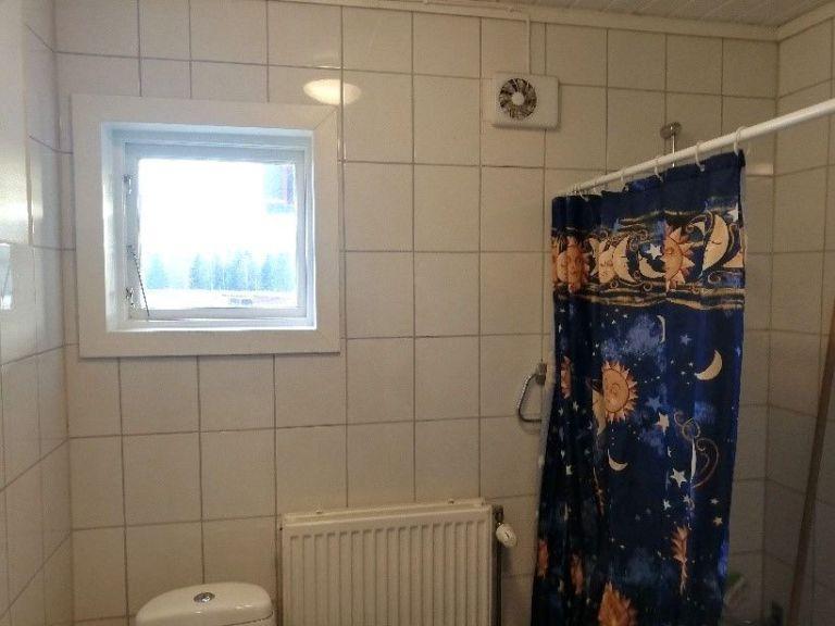 SÅLD! O'Larsgården i Åflo till salu – badrum.