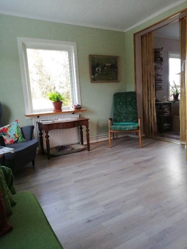 O'Larsgården i Åflo till salu – vardagsrum.
