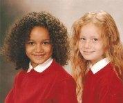 Maria și Lucy în școala gimnazială.