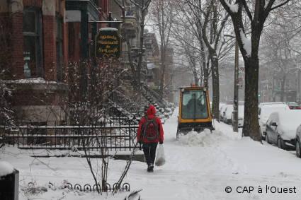 Dé-neigeuse de trottoir rue St Hubert