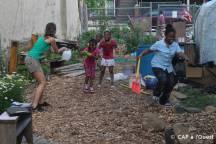 Bataille d'eau au jardin