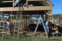 Installation de planches qui vont soutenir la tôle extérieure