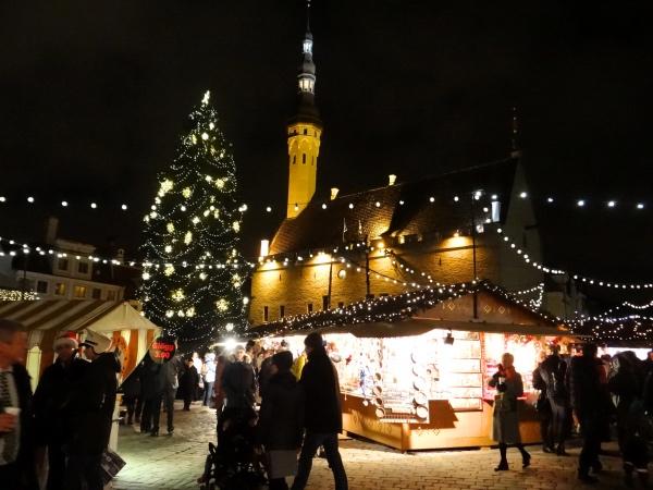 O mercado de Natal da Raekoja Plats