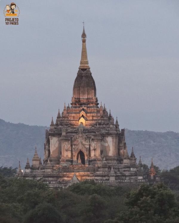 O Gawdaw Palin Temple no final da tarde