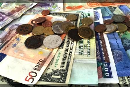 Qual moeda levar em viagens internacionais?