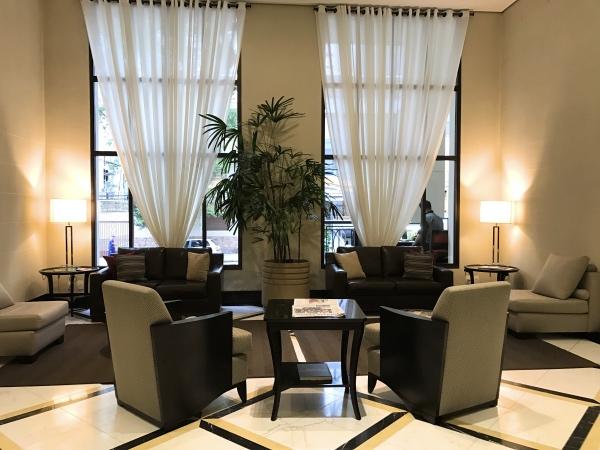 Lobby do hotel George V Casa Branca