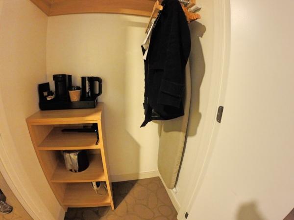 Armário do quarto do hotel Delta Quebec