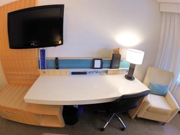 Mesa do quarto do hotel Delta Quebec