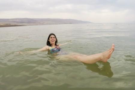 Como é tomar banho no Mar Morto