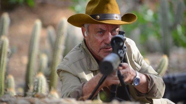 Michael (Udo Kier), o líder dos assassinos: agente do caos. Foto de divulgação