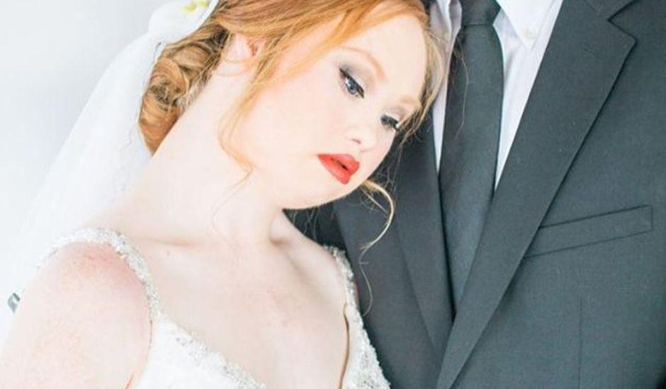 Álbum de casamento de modelo com Down lembra que todas as mulheres podem ser o que quiserem