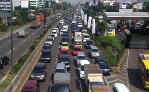 20140509-lalu-lintas-tol-kebon-jeruk-ke-tomang