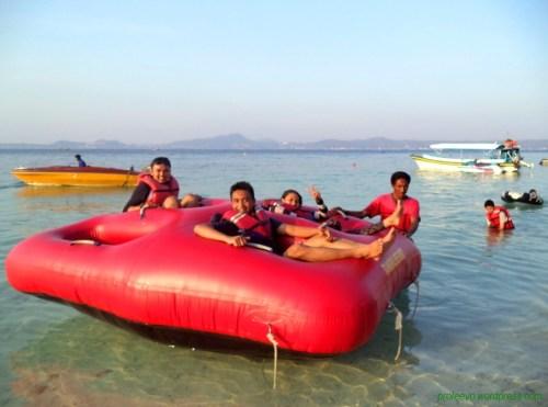 Wahana Donut Boat